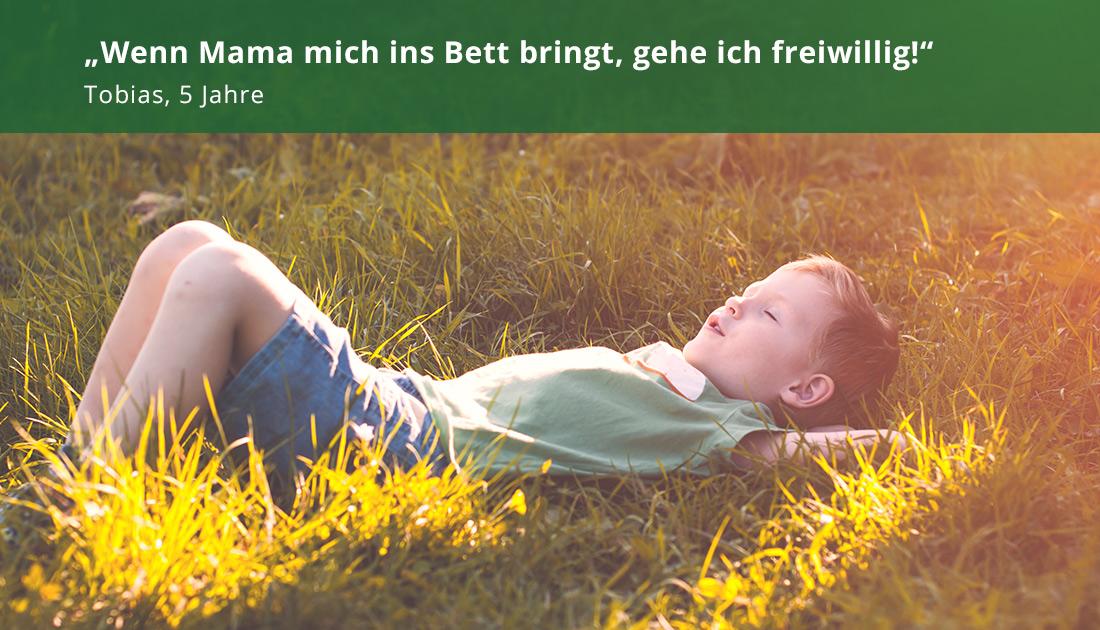 Junge im Grass